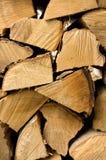 Coupez fraîchement les identifiez-vous de bois de chauffage attachés automne photos stock