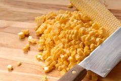 Coupez fraîchement les noyaux de maïs photographie stock libre de droits