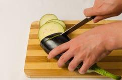 Coupez l'aubergine Images libres de droits