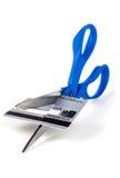 Coupez la dette par la carte de crédit photographie stock libre de droits