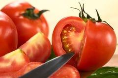 Coupez la tomate de globe Photo stock