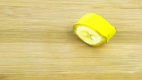 Coupez la tranche de banane Images libres de droits