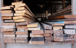 Coupez le bois, coupeur en bois Image stock