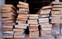 Coupez le bois, coupeur en bois Photo libre de droits