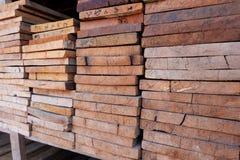Coupez le bois, coupeur en bois Image libre de droits