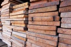 Coupez le bois, coupeur en bois Images libres de droits