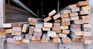 Coupez le bois, coupeur en bois Photos libres de droits