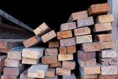 Coupez le bois, coupeur en bois Images stock