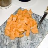 Coupez le cantaloup sur le compteur 6 photographie stock libre de droits