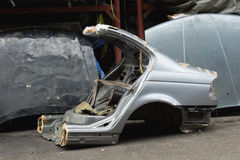 Coupez le corps de voiture d'occasion photo libre de droits