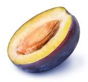 Coupez le fruit de prune d'isolement sur le fond blanc Photos libres de droits