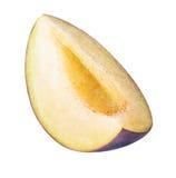Coupez le fruit de prune d'isolement sur le fond blanc Photo stock