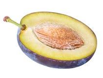 Coupez le fruit de prune d'isolement sur le fond blanc Photo libre de droits