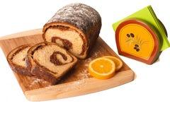 Coupez le gâteau traditionnel de Pâques Photos stock