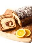 Coupez le gâteau traditionnel de Pâques Images stock