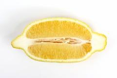 Coupez le long du citron sur un fond blanc Photo libre de droits