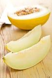 Coupez le melon de miellée Photographie stock