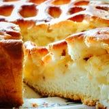 Coupez le morceau de fin de tarte aux pommes Photos libres de droits
