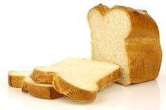 Coupez le pain du pain blanc et de quelques parts images libres de droits