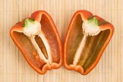 Coupez le paprika rouge. Images libres de droits
