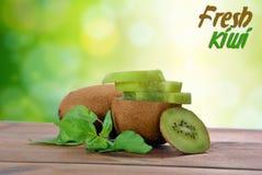 Coupez les morceaux de kiwi Photos libres de droits