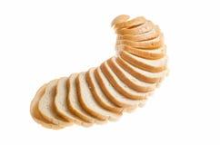Coupez les morceaux de pain blanc sur le fond blanc Photos libres de droits