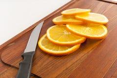Coupez les oranges Photos libres de droits