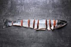 coupez les saumons frais image libre de droits