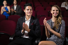 Couple applauding while watching movie Royalty Free Stock Photos