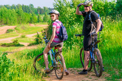 Couple athletes on the mountain bike resting Stock Photography