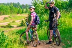 Couple athletes on the mountain bike resting Stock Photography