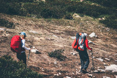 Couple backpackers hiking in mountains Royalty Free Stock Photos