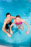 Couple bathing in swimming pool Royalty Free Stock Photography