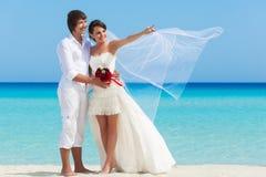 A couple on the beach Royalty Free Stock Photos