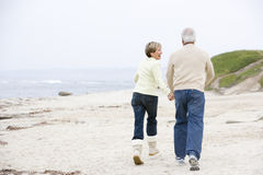 Couple at the beach holding hands and smiling Stock Images