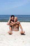 Couple on the beach hugging Royalty Free Stock Images