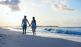 Couple on beach at sunset Royalty Free Stock Photos