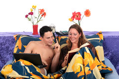 Couple, bedroom laptop book Royalty Free Stock Photography