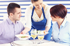 Couple being served in a restaurant Royalty Free Stock Images
