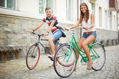 Couple of bicyclists Royalty Free Stock Images