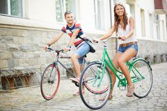 Couple of bicyclists Royalty Free Stock Photos