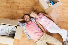 Couple with big cardboard boxes moving to new home Royalty Free Stock Photos