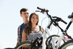 Couple with bikes on beach Royalty Free Stock Images