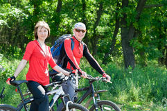 Couple biking Royalty Free Stock Photos