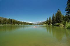 Couple Boating in Hume Lake Royalty Free Stock Photos