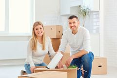 A couple with boxes moves to a new house. royalty free stock photography