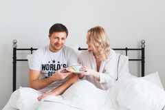 Free Couple Breakfast In Bed. Young Man And Woman With Cup Of Tea Stock Photography - 110401982
