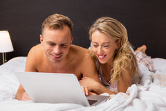 Couple browsing the internet together Royalty Free Stock Images