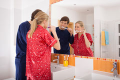 Couple brushing their teeth Royalty Free Stock Image