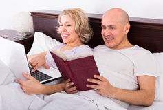 Couple burring with laptop Stock Images